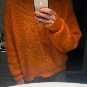 Varetype: Striktrøje Farve: Orange Oprindelig købspris: 509 kr. Prisen angivet er inklusiv forsendelse.