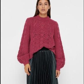 Sælger denne smukke sweaters fra Just Female - aldrig brugt og med prismærke. I butikkerne lige nu til 1200kr. Sælges fordi jeg mangler penge. Stor i størrelsen, så passer fint også str. S/36  Farver ligner mest den på billede 2.