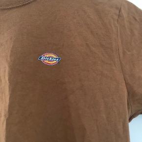 T-shirt fra Dickies, er brugt så sælges billigt:)