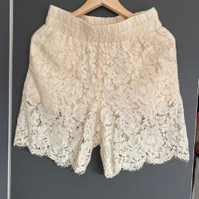Ganni gothik lace shorts beige str S