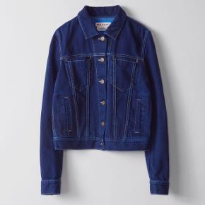 Denim jakke fra Acne Studios med tag.  Aldrig brugt.  Købspris: 3200.