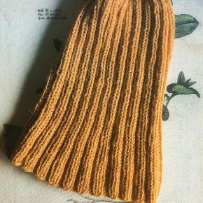 Strikhue. Hjemmestrikket i blød uld. Aldrig brugt. Str. M/L. Sender med DAO. Køber betaler forsendelse 🌼  #30dayssellout