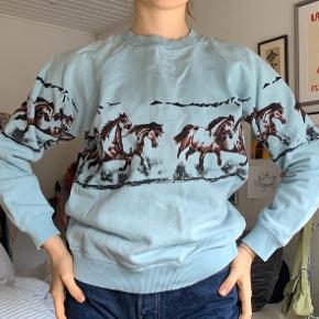 Sælger denne flotte Ganni sweater / Ingen synlige pletter, huller el., men er blevet vasket et par gange🦋