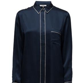 Blå fumiko skjorte fra Ganni strl. S. 100% silke, kun brugt en gang.