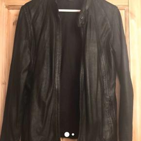 Lækker skind jakke fra Mads Nørgaard, brugt en gang - desværre købt for lille. Str. S