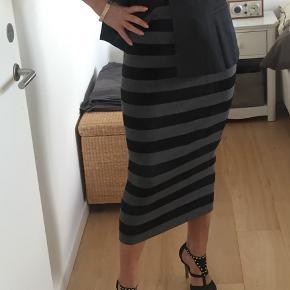 Skøn tube nederdel med elastik i livet