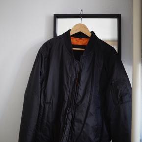 Sort bumber jakke brugt få gange fitter stort.