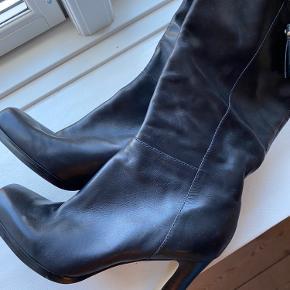 Støvler i ægte læder Kan både passes af en 40, 40,5 og 41