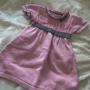 """Super fin """"strik"""" kjole fra mærket Camilla 💓 i str 86 / 18 mdr"""