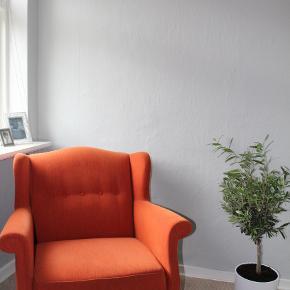 Fed orange lænestol i fløjl