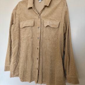Fløjsskjorte fra & Other Stories  Nypris 799,00 DkK