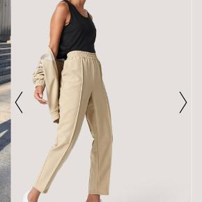 fine bukser fra na-kd, mærket sidder af en eller anden grund i forkert side (se billede 2) men det kan ikke ses når man har dem på