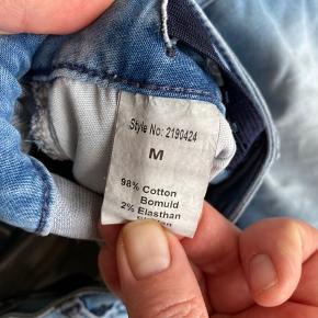 Shorts fra HOUND i lys cowboy. Brugt en sommer  Nypris: 350kr