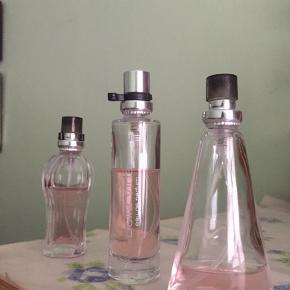 Lille parfume, indeholder 15 ml, men er dog brugt et par gange. Sælger dem til 25kr sammen, hverisær 10kr. Skriv for mere info og billeder.