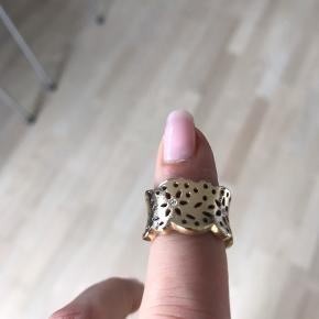 Varetype: Guldring Størrelse: 52 Farve: Guld Oprindelig købspris: 32000 kr.  Mellem størrelsen Med et par diamanter Nypris 25.000 Pris 8000