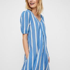 Style Melissa, stor str. 40  - ny m prismærke, stadig i butikkerne  Pufærmer Langkjole Sidder godt i taljen