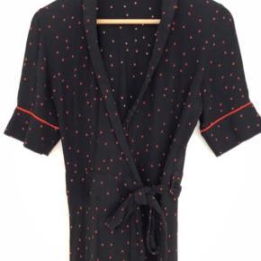 Ganni wrap kjole - brugt 2 gange Kom evt med bud - er ok fleksibel med pris