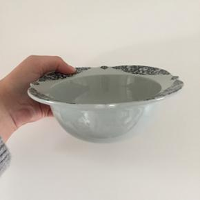 Sjælden Bjørn Wiinblad skål. 16,5 cm.  Har to mindre skår.  Sendes ikke.
