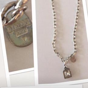 Dyrberg/Kern smykke, aldrig brugt. Længde 47 cm. Pris 120 kr incl porto med dao😊