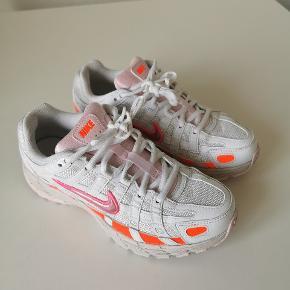 Nike p-6000 har kun vært brugt 1 gang så de er som ny indvendig mål på dem er 23cm