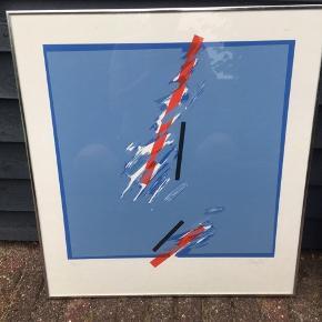 Farvelitografier af Benny Doré I glas og ramme.   Størrelse: 62,5x67,5 cm  Signeret i bly: Benny Doré  Nummeret:  11/90 13/90  Sælges sammen eller hver sig.  Pr. stk.: 350 kr.  Samlet: 600 kr.   Litografierne er købt i Benny Dorés eget galleri.   Om kunstneren: Benny Doré (født 1948) debuterede i 1967 som kunstmaler og har siden udstillet på en lang række gallerier og kunstmesser i Europa og USA. Hans kunstværker er ligeledes repræsenteret på flere museer, blandt andet på Nationalgalleriet i Reykjavik. (Læs mere på bennydore.dk)  Se også mine andre annoncer med kunst fra anerkendte kunstnere. Jeg tilbyder også professionel indramning med passe partout til meget fornuftige priser. 👍🏻