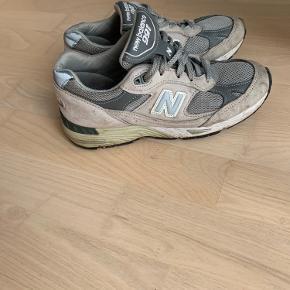 Sælger disse fede New Balance 991. Der er brugsspor, men det er intet som lægges mærke til, når de er på foden ❤️