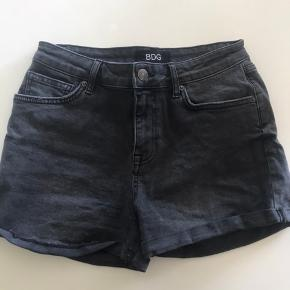 Stretchy shorts fra Urban Outfitters. Brugt 1-2 gange. W29