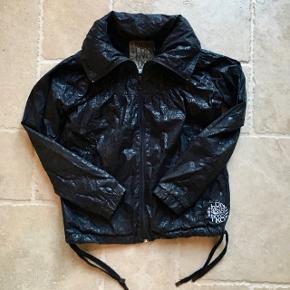 Smart sort sommerjakke, står som ny. Mp. 65 kr., tager gerne imod realistiske bud 👚