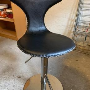 Fin barstol - helt ny!  Spørg løs, hvis der skulle være noget.  BYD BYD BYD