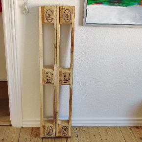Fine europalle hylder sælges, 75 kr. PR. Hylde.