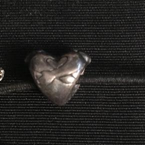 Troldekugle, sølv hjertekram. Der kan forekomme små hakker og ridser i, da den er brugt få gange. Se foto