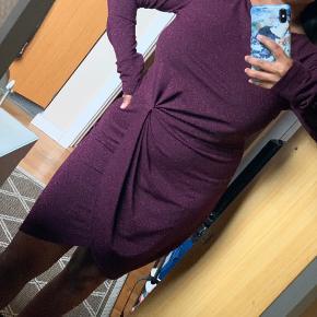 Super fin kjole med glimmer