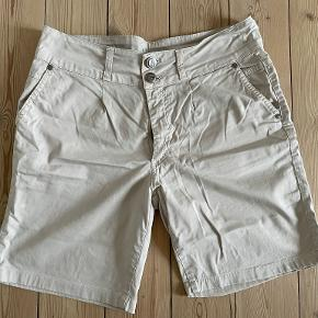 Bessie shorts