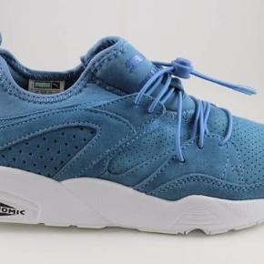 Varetype: sneakers Farve: Blå Oprindelig købspris: 1000 kr.  Super fede Puma blaze sneakers I ruskind og med elastiksnøre. Super lækre at have på.  Indvendigt måler de ca 24,5 cm  Aldrig brugt  Ved handel via ts pålægges gebyr