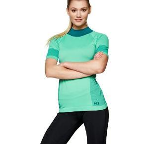model: Sofie Farve: sage Købte for stor Ny med mærke i pose