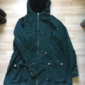 Asos Curve - mørke grøn parka jakke, UK26/EU54  Sælger denne jakke. Den er brugt, men i rigtig fin stand. Skriv hvis du vil vide mere!