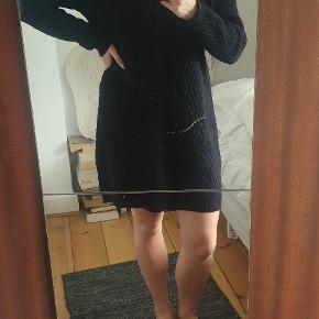 Lækker lang striktrøje/kjole
