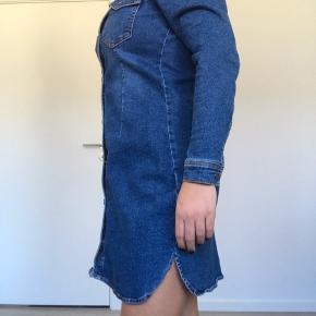 Denim kjole som er vildt lækker og elastisk at have på 🌸