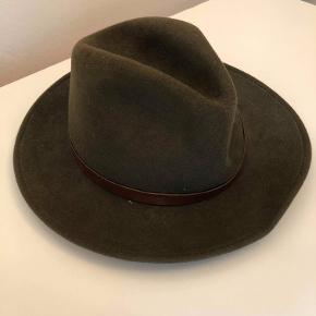 Fin hat.  Har kun været brugt ganske få gange, da den ikke lige var mig.