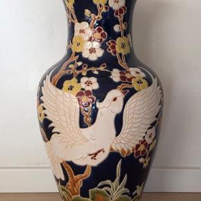 Rigtig smuk vase. Højde 52 cm  Ingen skår eller revner.