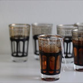 6 marokkanske tekopper / glas Helt nye - aldrig brugt (kun til fotograferingen 😉) Ca. 9,5 cm høje
