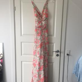Rigtigt fin sommer maxi kjole, kun brugt få gange.
