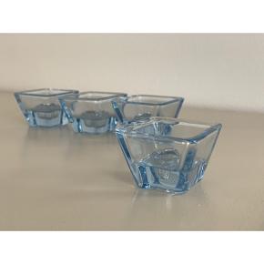 Fineste lysestager fra Holmegaard i original æske i sart blå // stage H: 4 x B: 5,2 cm // samlet pris 220 kr