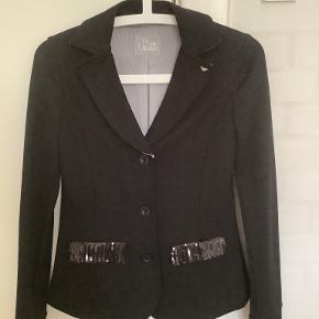 Armani andet tøj til piger