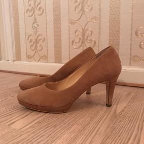 Meget behagelige stiletter fra Paul Green. Str. 39-40. Hæl 7,5 cm. Jeg foretrækker alligevel højere hæl, derfor bliver de ikke brugt.