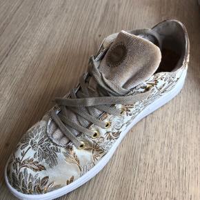 Helt nye Woden sko med velour.
