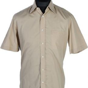‼️‼️‼️‼️SÆLGER!‼️‼️‼️‼️ 🔥Sælger denne Hugo Boss Skjorte! 🔥 💎Super lækker kvalitet, og rigtig behagelig!💎  💰💰💰PRISEN ER 100% FAST!💰💰💰 ☝️Bud under prisen vil blive ignoreret!☝️  👁Sender IKKE flere billeder udover dem som er på opslaget!👁  Størrelse: Fitter M, L👕 Stand: 9/10👌 Tilbehør: Ingenting  Pris: 325💸  Afhentes i Aalborg, ellers bliver den sendt!📦  🔱+500 handler bag mig, så spørg endelig for bevis fra tidligere handler / Legit Check mm! - Betalingsmetoder: Paypal gifted, Mobilepay, Kontanter, Tradono og Trendsale🔱