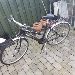"""28"""" cykel, har lidt rust hist og her, men kører helt fint. Står med to nye dæk+slanger.Gi gerne et realistisk bud."""