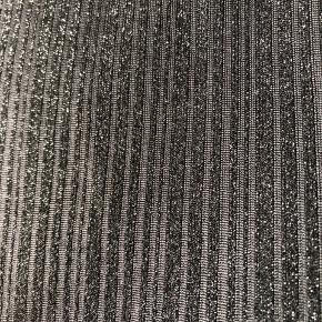 Sort med shine rullekrave bluse Label klippet ud men mener den er fra Only og svarer til str s
