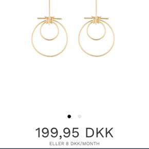 Helt nye Hvisk øreringe sælges for kun 100kr. Normalpris er 200kr  De er helt nye med pose osv, og er ikke brugt.